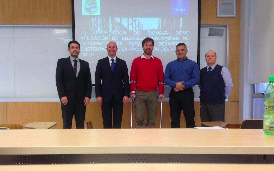 Felipe Falcón se convierte en un nuevo graduado del Magíster en Ingeniería de la Energía.