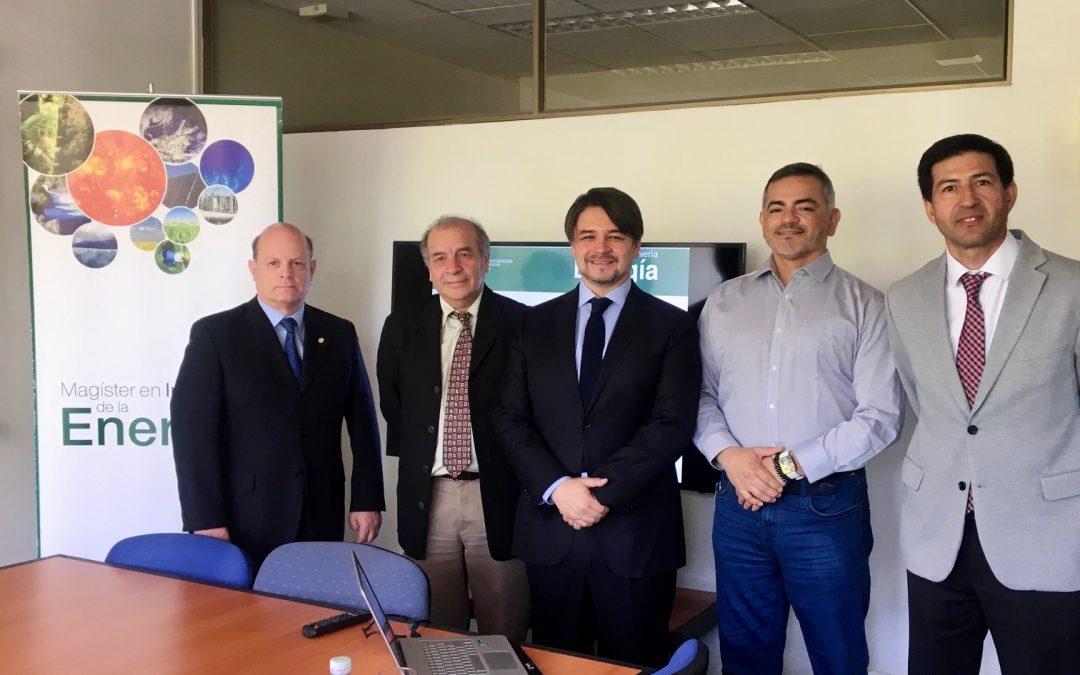 Víctor Mercado Gallardo se convierte en nuevo graduado del Magíster en Ingeniería de la Energía de la Pontificia Universidad Católica de Chile.